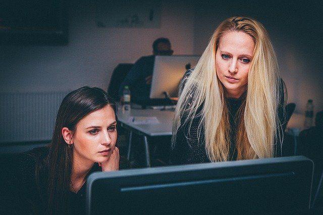 female investors at computer